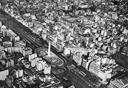 Avenida 9 de Julio con obelisco. Vista panorámica / Avenida 9 de Julio with Obelisk. Panoramic View